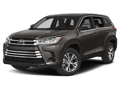 Buy a new 2019 Toyota Highlander for sale in Chicago, IL