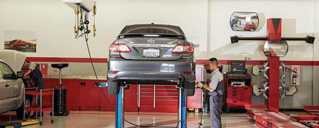 Toyota service tech takes off vehicle tires