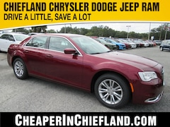 New 2019 Chrysler 300 TOURING Sedan 19L410 2C3CCAAGXKH746206 Chiefland, near Gainesville