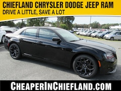 New 2019 Chrysler 300 TOURING Sedan 19L411 2C3CCAAG1KH743520 Chiefland, near Gainesville