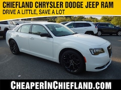 New 2019 Chrysler 300 TOURING Sedan 19L219 2C3CCAAG7KH613452 Chiefland