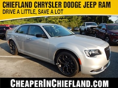 New 2019 Chrysler 300 TOURING Sedan 19L264 2C3CCAAG7KH602189 Chiefland, near Gainesville