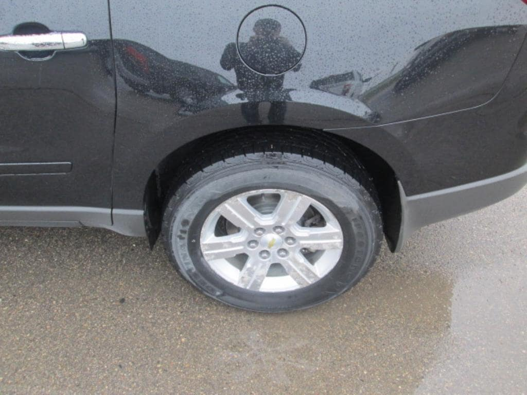 Used 2011 Chevrolet Traverse 2LT with VIN 1GNKVJED2BJ343425 for sale in Crookston, Minnesota