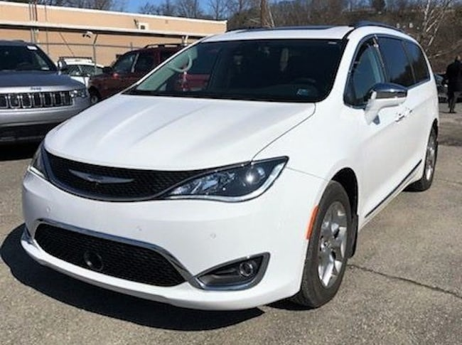 New 2018 Chrysler Pacifica LIMITED Passenger Van in Stroudsburg, PA