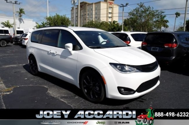 New 2019 Chrysler Pacifica TOURING L Passenger Van For Sale/Lease Pompano Beach