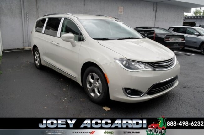New 2019 Chrysler Pacifica Hybrid TOURING L Passenger Van For Sale/Lease Pompano Beach