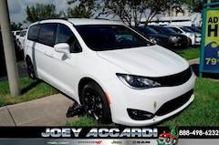 New 2019 Chrysler Pacifica TOURING L Passenger Van in Pompano Beach, FL
