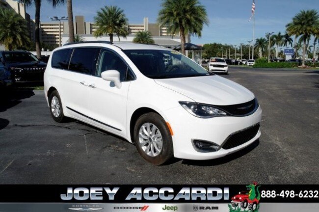 New 2018 Chrysler Pacifica TOURING L PLUS Passenger Van For Sale/Lease Pompano Beach