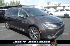 New 2018 Chrysler Pacifica LIMITED Passenger Van in Pompano Beach, FL