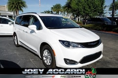 New 2019 Chrysler Pacifica TOURING L Passenger Van in Pompano Beach, FL