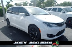 New 2019 Chrysler Pacifica TOURING L PLUS Passenger Van in Pompano Beach, FL