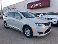 New Vehicles 2020 Chrysler Pacifica TOURING L Passenger Van in Winona, MN