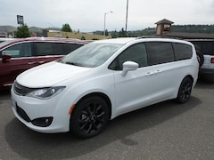 New 2018 Chrysler Pacifica LIMITED Passenger Van in The Dalles