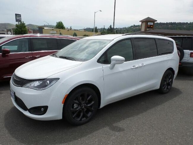 New 2018 Chrysler Pacifica LIMITED Passenger Van for sale in The Dalles