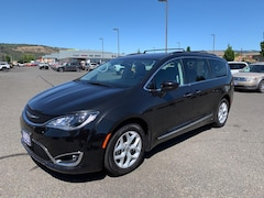 Buy a 2017 Chrysler Pacifica 2C4RC1BG8HR820259 in The Dalles, OR