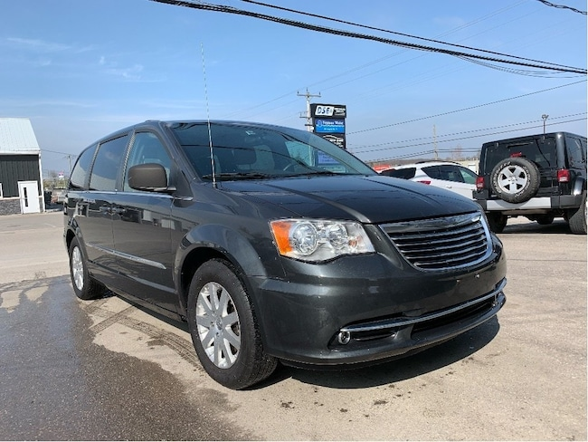 2012 Chrysler Town & Country Touring | Stow & Go Leather Interior, Power Doors Minivan
