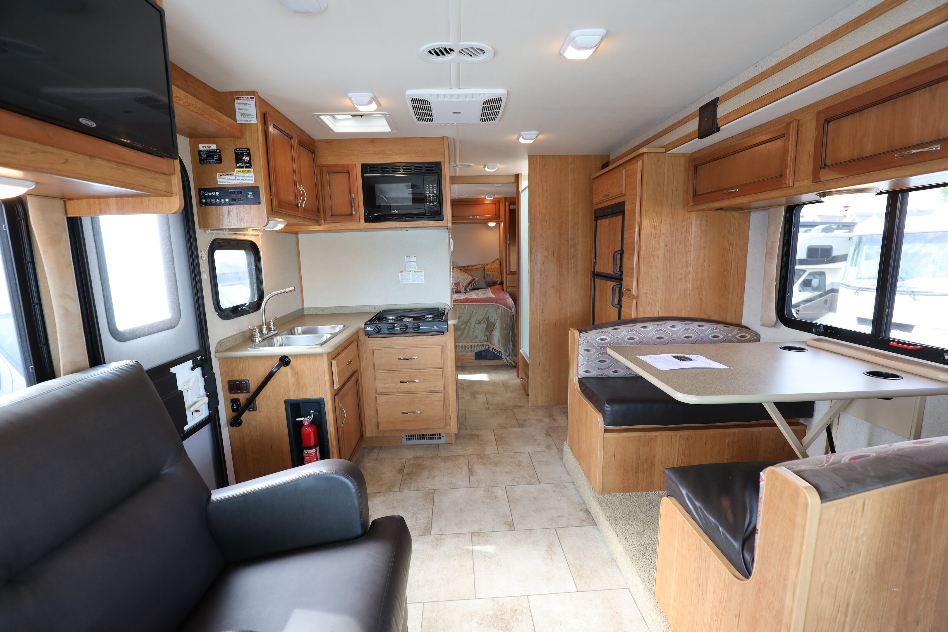 Used 2016 FLEETWOOD Flair 26D Classe A VR/RV For Sale at