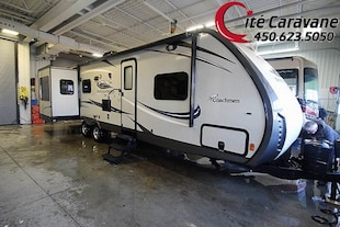 2016 COACHMEN Freedom Express Maple Leaf Edition 3 extensions + FOYER ! WOW