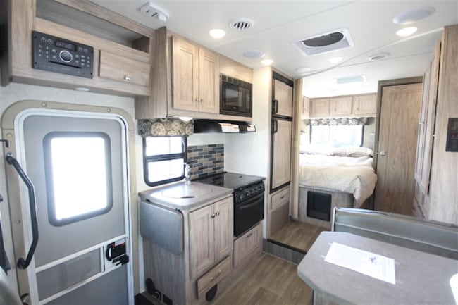 Used 2018 FOREST RIVER Sunseeker 2300 ! VR Classe C 24 Skirt Paint ...