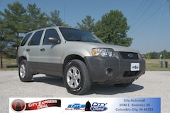Used 2005 Ford Escape XLT SUV for sale in Columbia City