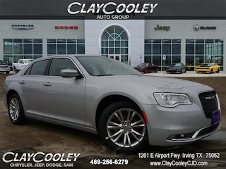 New 2019 Chrysler 300 TOURING L Sedan Irving, TX