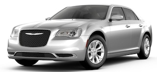 New 2019 Chrysler 300 TOURING Sedan Irving, TX
