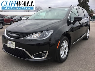 used 2017 Chrysler Pacifica Touring-L Plus Van greenbay wi