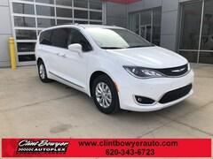 2019 Chrysler Pacifica TOURING L Passenger Van in Emporia KS