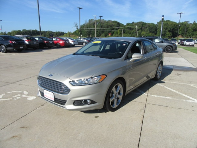 Used 2016 Ford Fusion SE Sedan in Clinton, IA