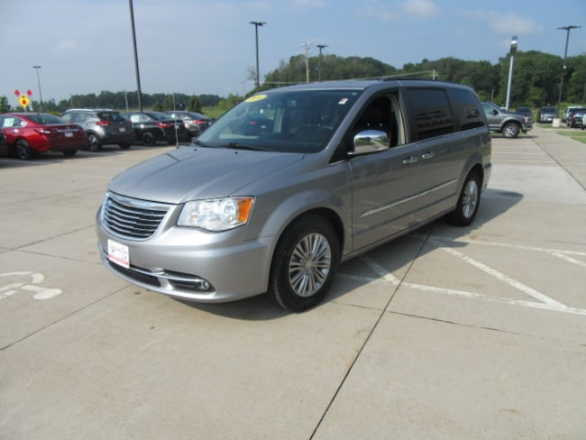 Used 2016 Chrysler Town & Country Touring-L Van LWB Passenger Van in Clinton, IA