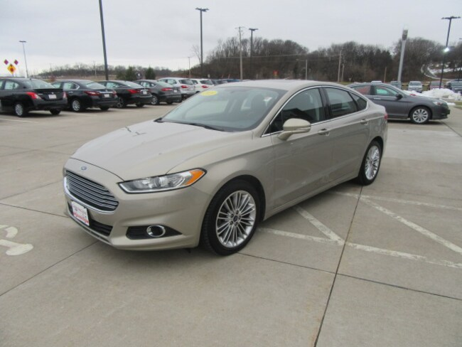Used 2015 Ford Fusion SE Sedan in Clinton, IA