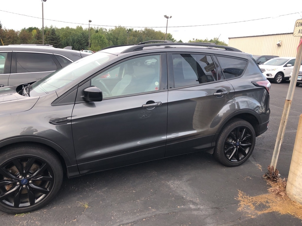 Used 2018 Ford Escape SE with VIN 1FMCU9GD3JUD45737 for sale in Cloquet, Minnesota