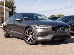 Pre-Owned 2020 Volvo S60 Momentum T5 FWD Momentum 7JR102FKXLG030807 for sale in Sarasota, FL