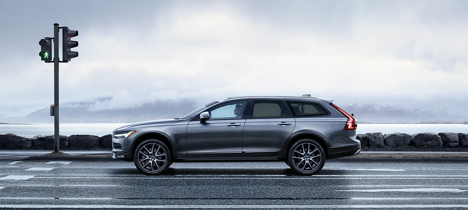 2020 Volvo V90 Cross Country Hatchback Near Sarasota