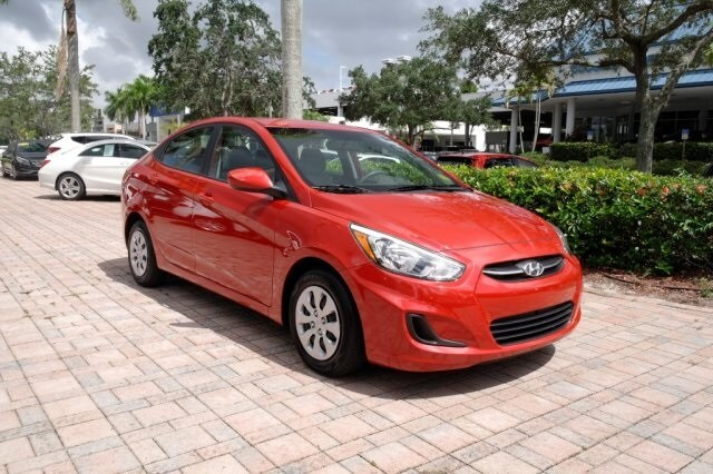 Lovely 2017 Hyundai Accent SE Sedan