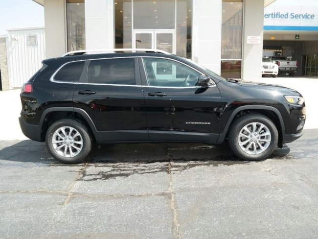 New 2019 Jeep Cherokee LATITUDE FWD Sport Utility for sale in Nash TX