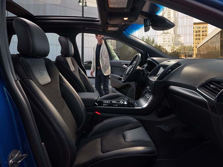 2019 Ford Edge interior room