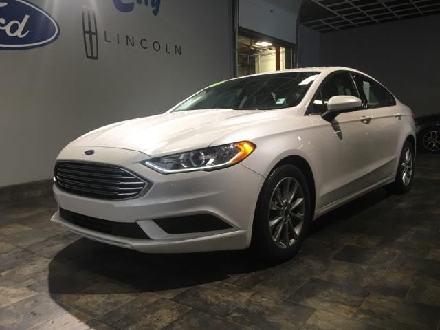 2017 Ford Fusion SE FWD Car