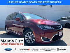 2017 Chrysler Pacifica Touring-L FWD Mini-van, Passenger