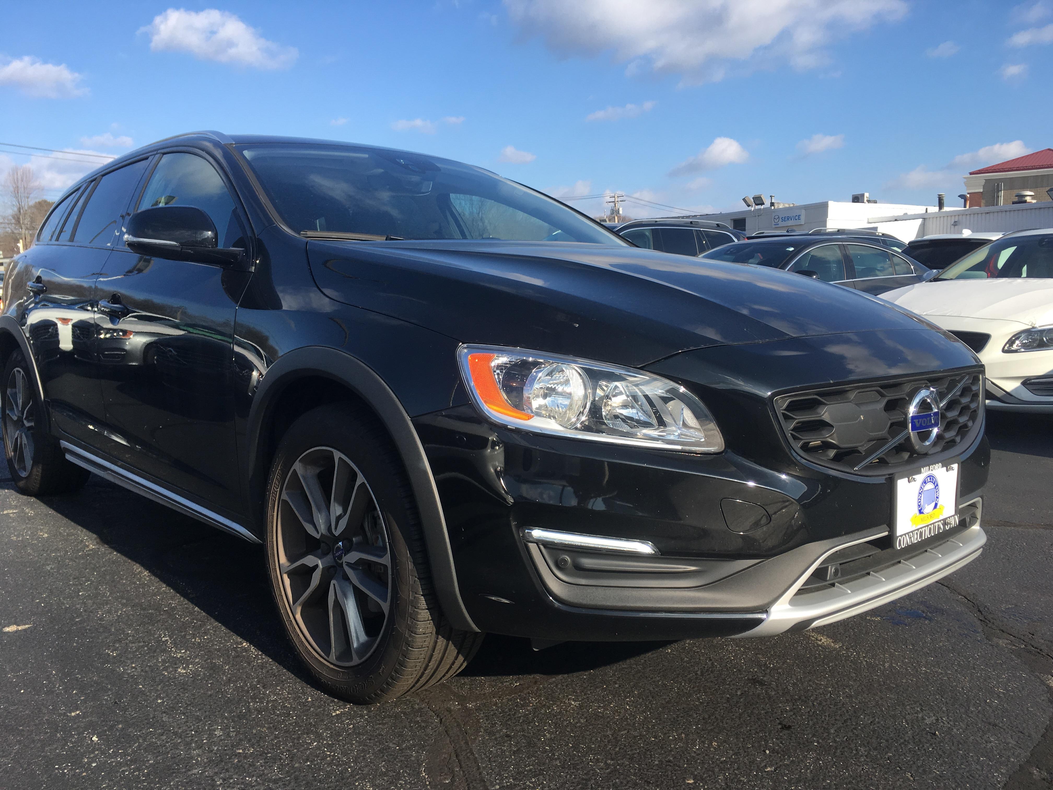 2017 Volvo V60 Cross Country Wagon