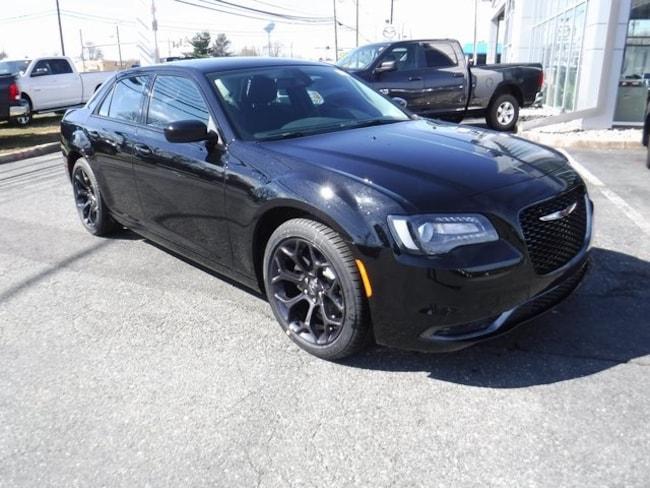 New 2019 Chrysler 300 TOURING Sedan Near Baltimore