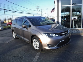 New 2017 Chrysler Pacifica TOURING L PLUS Passenger Van near Baltimore