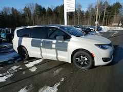 New 2020 Chrysler Pacifica TOURING Passenger Van for Sale in RIchfield Springs, NY