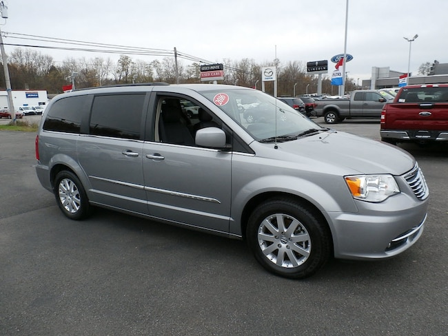 Used 2016 Chrysler Town & Country Touring Van LWB Passenger Van for Sale in Richfield Springs, NY