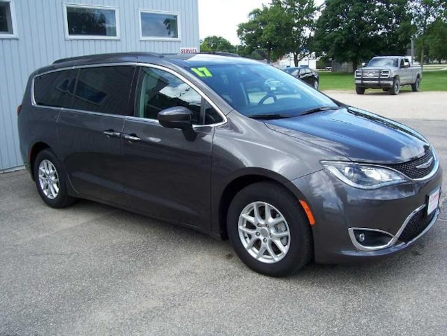 2017 Chrysler Pacifica Touring-L Passenger Van