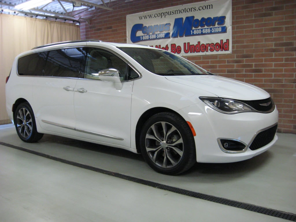 2017 Chrysler Pacifica Limited w/ Navigation Limited  Mini-Van