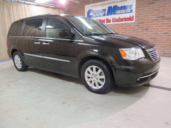 2016 Chrysler Town & Country Touring Touring  Mini-Van