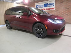 New 2019 Chrysler Pacifica LIMITED Passenger Van in Tiffin, OH