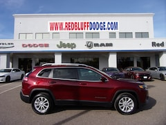 New 2019 Jeep Cherokee LATITUDE FWD Sport Utility for sale in Red Bluff, CA