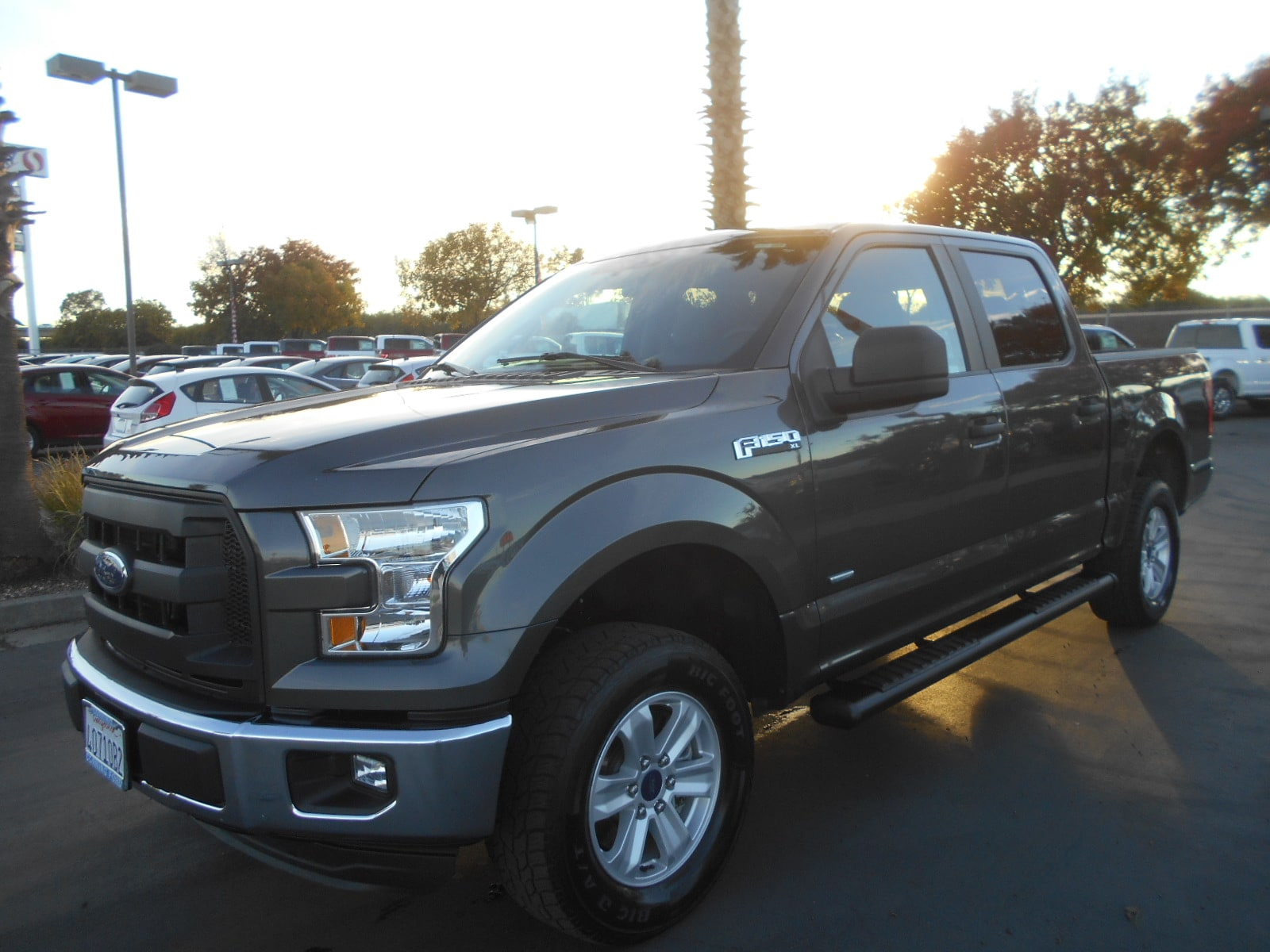 2016 Ford F-150 XL  Crew Cab 5 1/2 bed